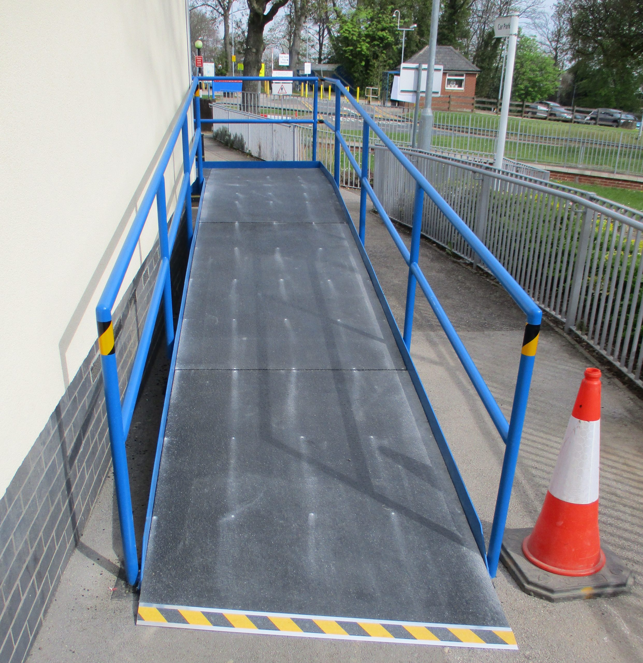 Anti-slip safety floor for hospital ramp